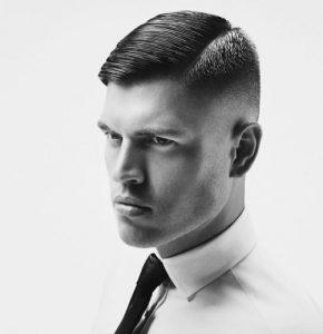 Coupe de cheveux pour hommes courte avec une queue