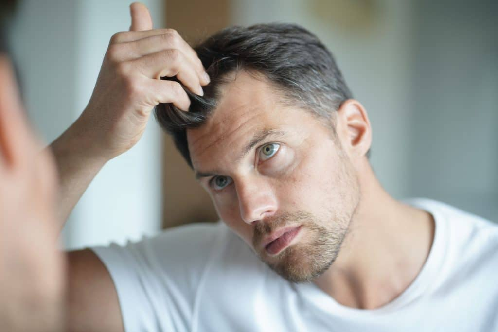 Pourquoi perd-on nos cheveux ?