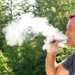 Ces étranges habitudes que l'on adopte avec la cigarette électronique