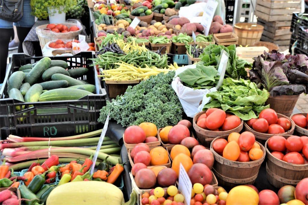 Acheter des fruits et légumes sur les marchés
