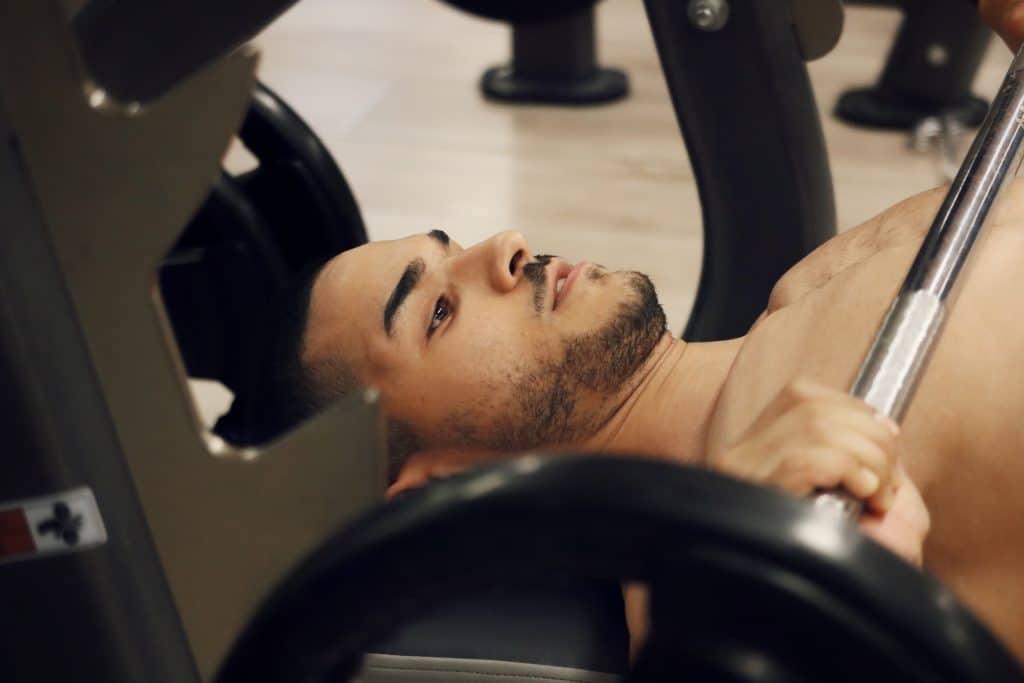 Muscler ses pectoraux rapidement : c'est possible ?