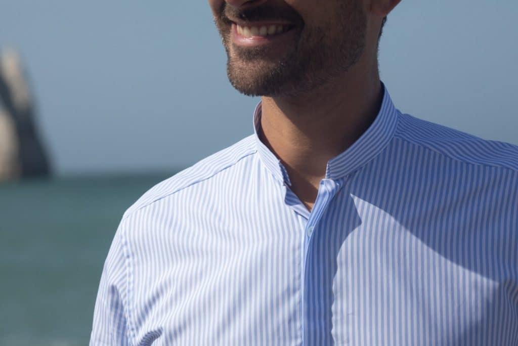 La chemise à col inversé