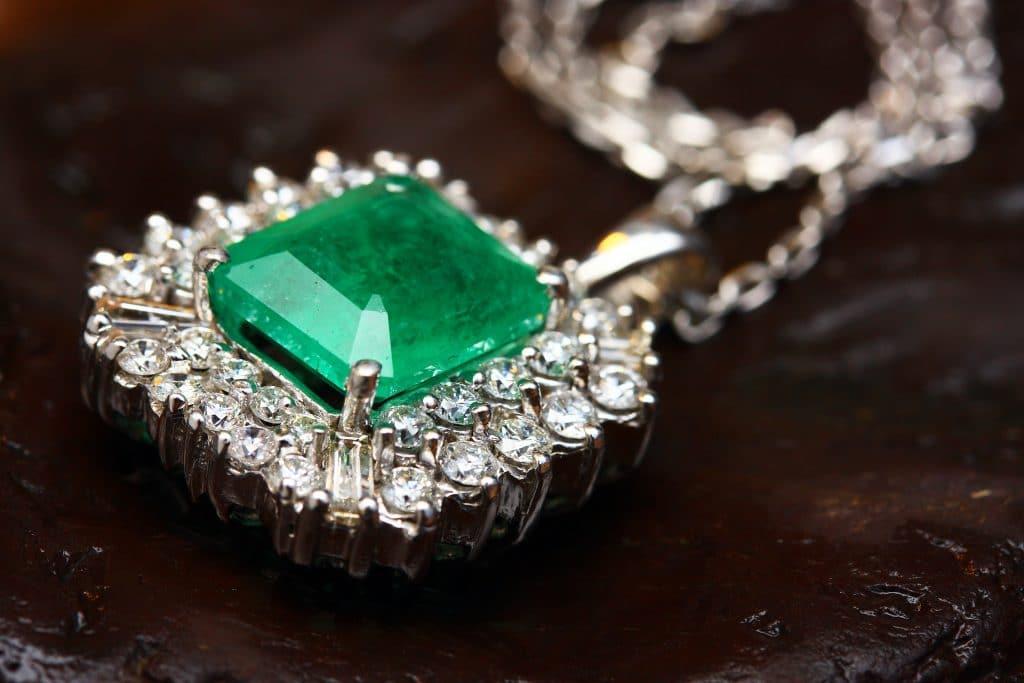 Comment se lancer dans la vente de bijoux ?
