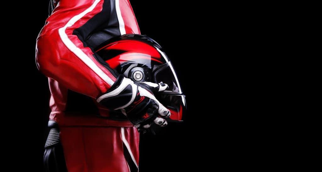 En cuir ou en textile, vers quel matériau se tourner pour votre blouson de moto ?