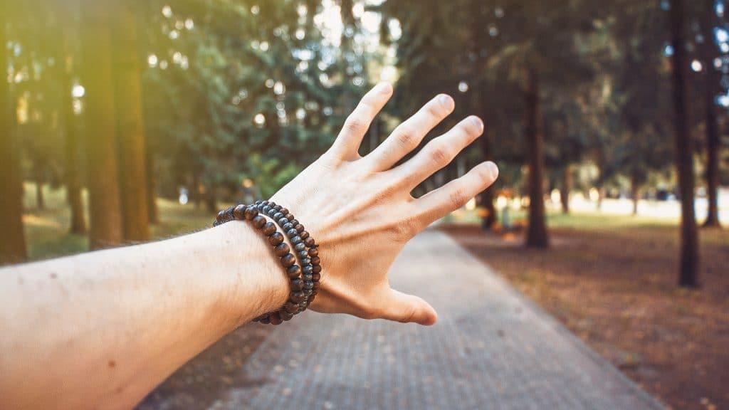 Offrir un bracelet à un homme : un bijou facile à porter