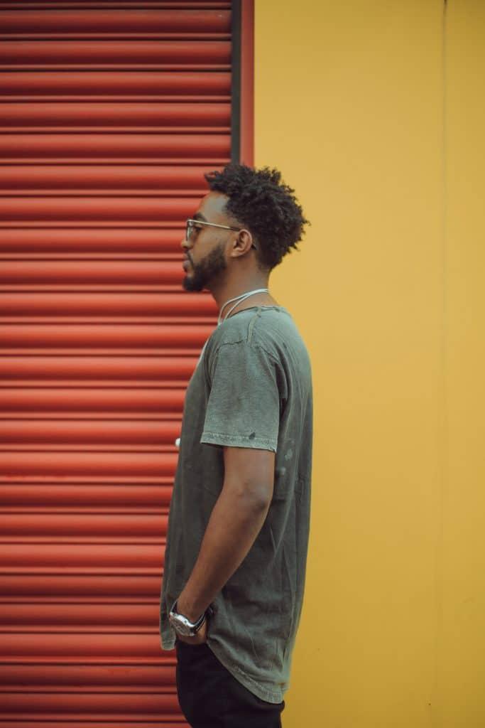 Comment réaliser une coiffure afro ?