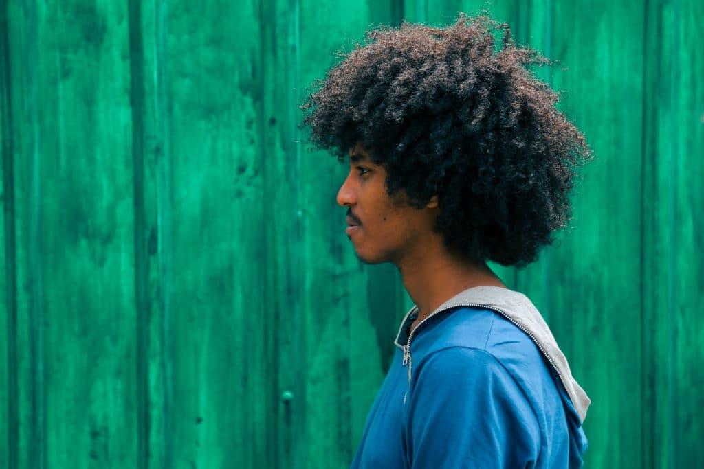 Comment rendre les cheveux crépus plus souples ?