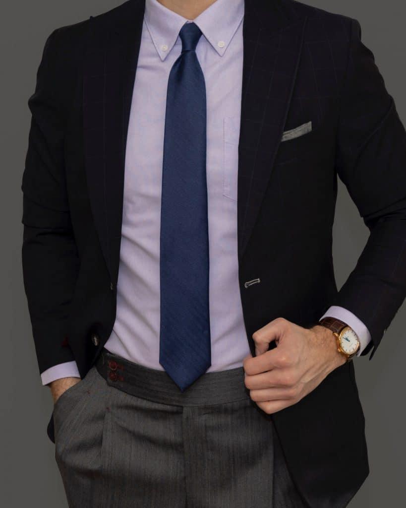 Où doit s'arrêter la cravate parfaite ?