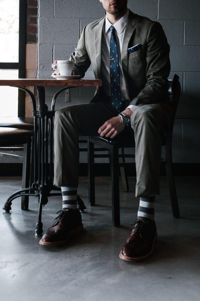 Quelles chaussettes homme porter avec un costume ?