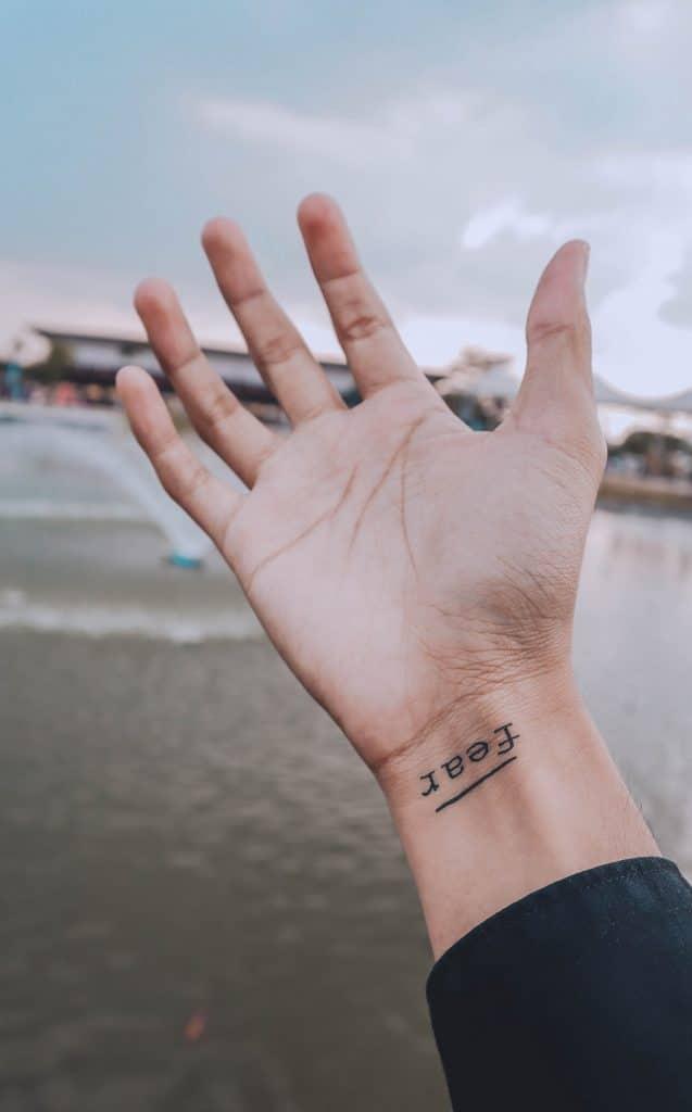 Minimalist tattoo : les tatouages éphémères à l'encre naturelle