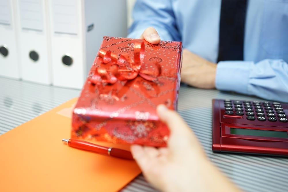 Quels objets personnalisés cadeaux offrir à ses employés ?